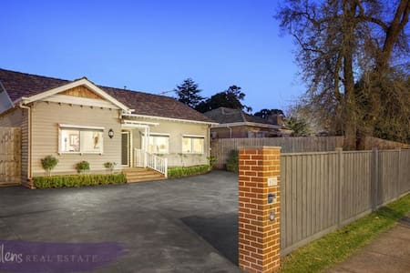 Easy Modern Living & Commuting - Nunawading - Talo