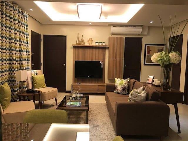 3-Bedroom Tandem Condo @ Arista Place, Paranaque