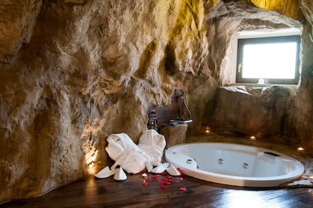 La Casa nella Roccia - Villanova del Battista