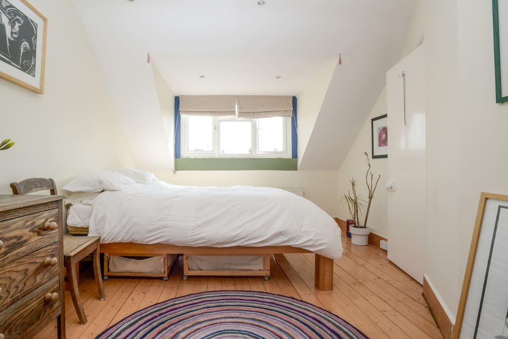 Light and airy room, with queen size comfy bed!
