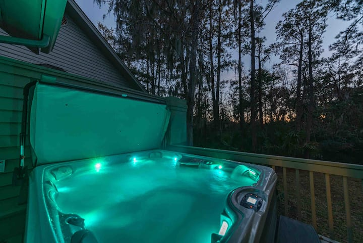 Renovated Sea Pines 4 BR w/private HOT TUB, Pool