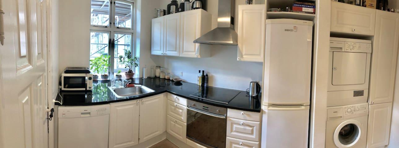 Big room, in spacious apartment in beautiful Århus