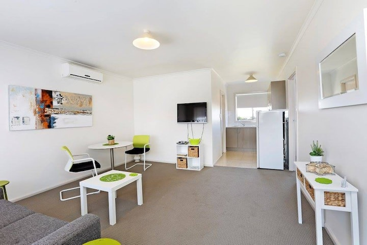 Short & long term stays Geelong CBD Apartment