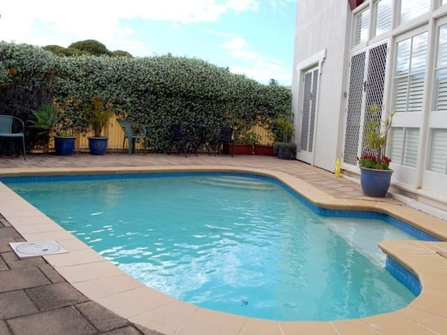 Victor Harbor Couple/Family Retreat✯Swimming pool✯