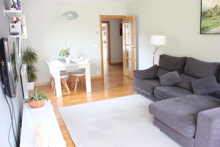 Casa con terraza y vistas a 7 minutos de la costa - Zestoa - House