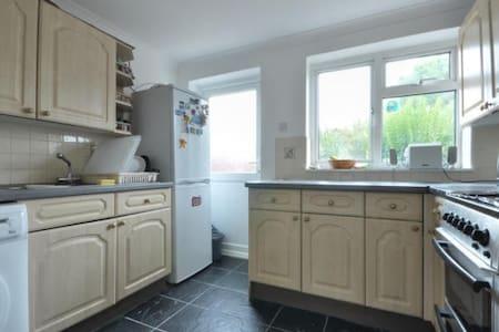 Hillingdon single bedroom - Apartment