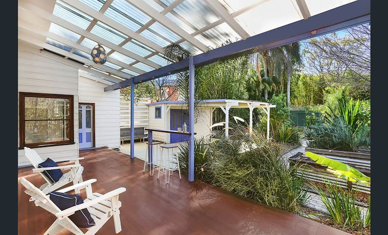 Thirroul Coastal Cottage by the Beach