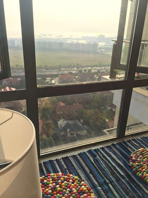 19楼高层绝美海景,森海高级别墅区尽收眼底,坐在飘窗静静的感受阳光!
