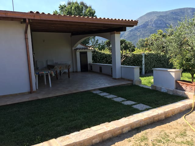 Casa con giardino aranci a 100 mt dal mare - Fondi - Haus