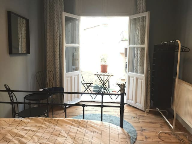 Lovely Room with Balcony // Cezayir Streets View