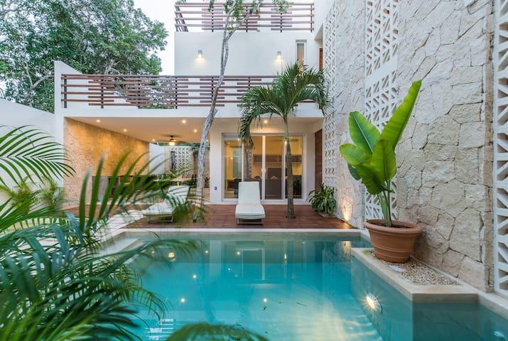 Casa Leonardo • Eco-Chic 4BR Villa in Aldea Zama•