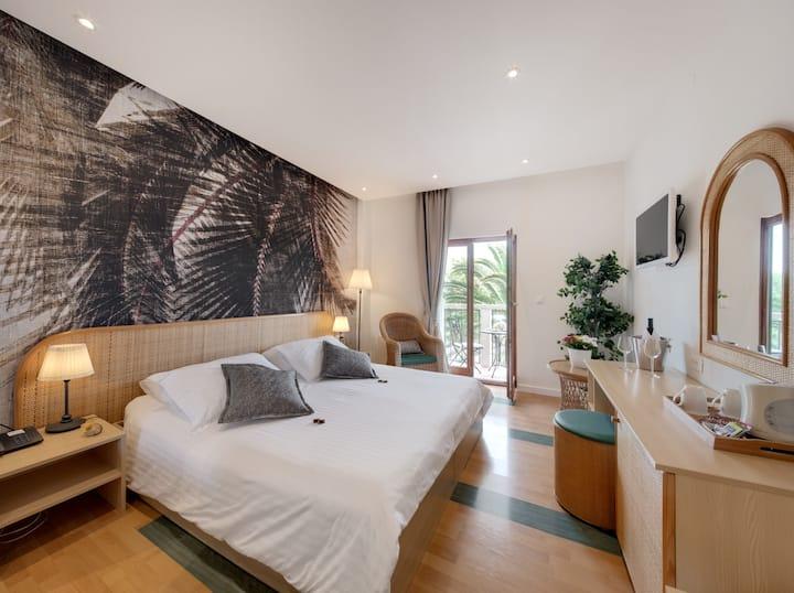 Superior side Sea-View Balcony room