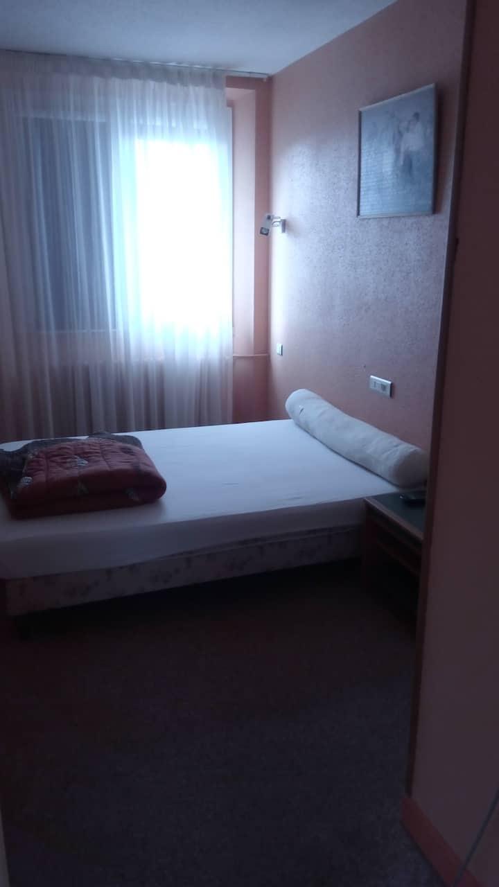 Chambre dans hôtel calme