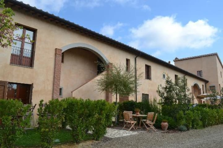 Apartment 10km San Gimignano with swimming pool