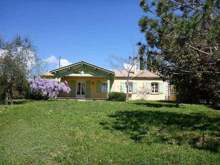 L'Occitane, charming house 4 people - sweet garden