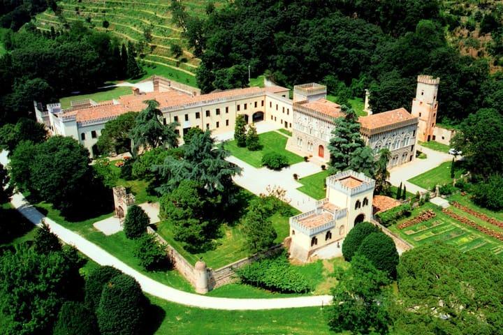 Impresionante Castillo en Monselice con Piscina Cubierta