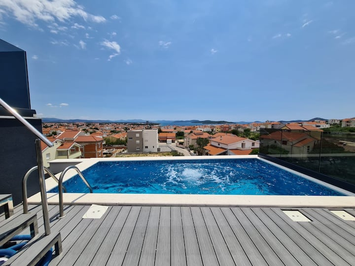 Villa Lio 1 Vodice - Sky-Pool auf dem Dach