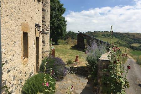 La Palaumarde, maison de famille dans un hameau - Rentières
