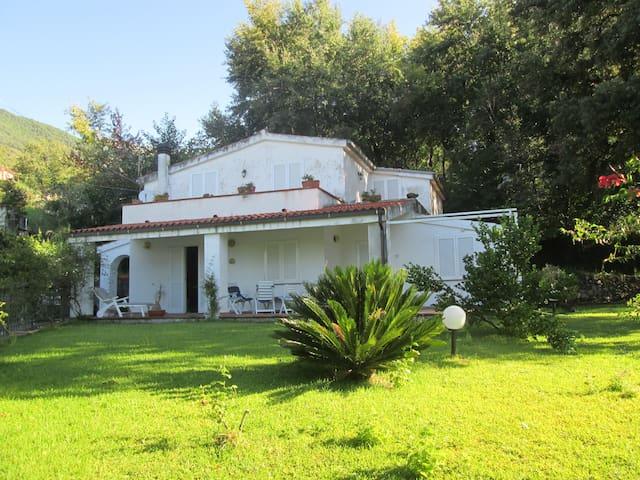 Villa con ruscello - Maratea