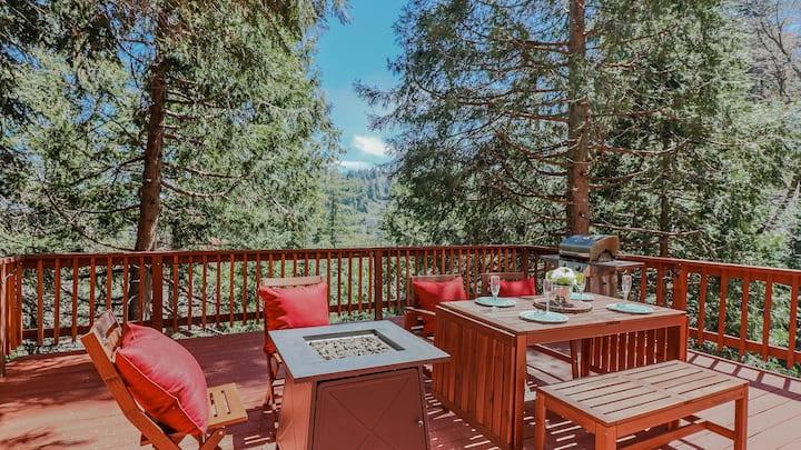 La Petite Cottage: Pool Table and views
