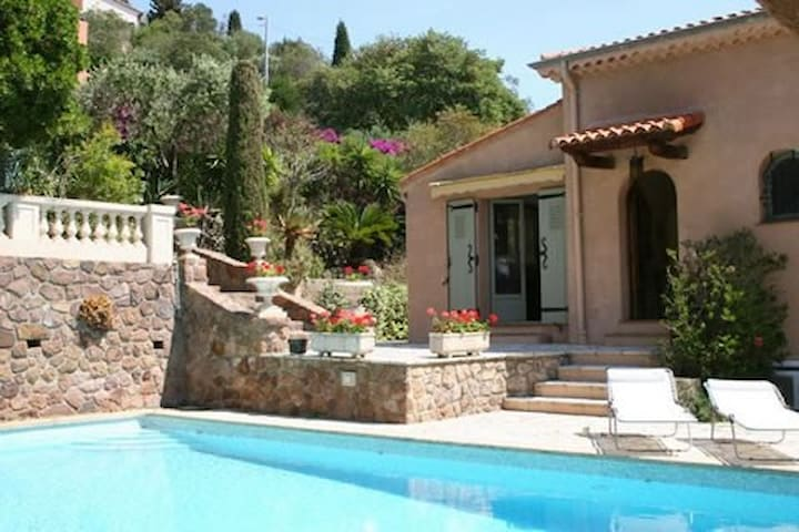 Big house with pool  in front of the sea. - Théoule-sur-Mer - Talo