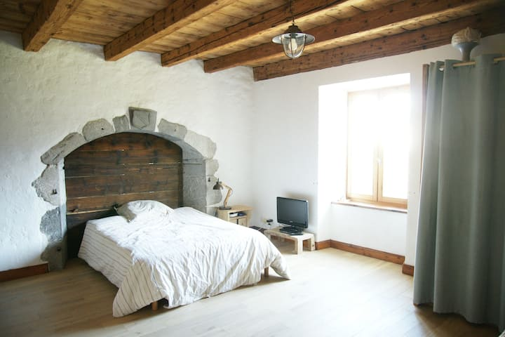chambre charmante dans ferme de ville rénovée