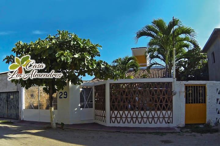 Casa los Almendros... Melaque!! - San Patricio - House