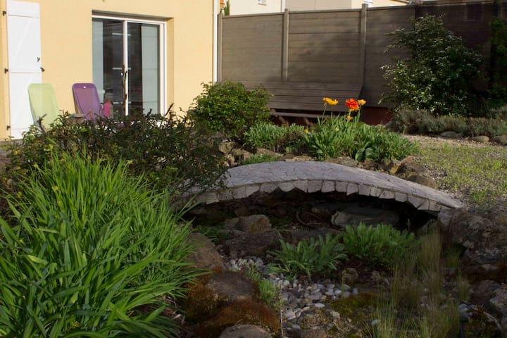 Belle maison avec jardin paysager - Serpaize - Huis