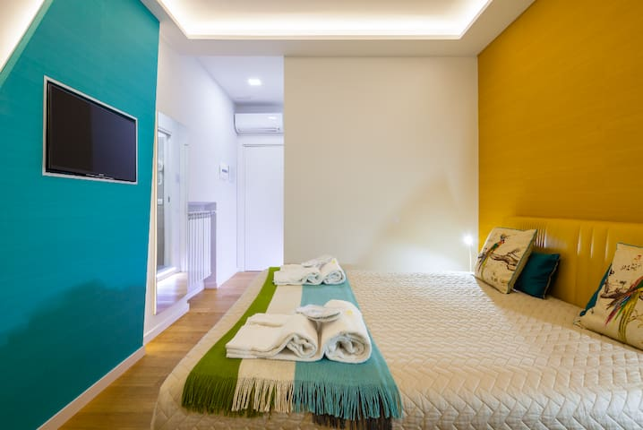 YELLOW ROOM ( A-SUITES ) in Sorrento center