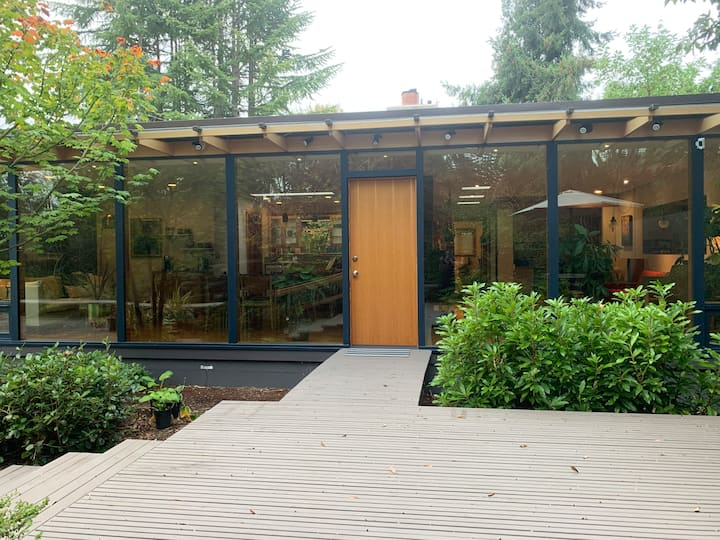 Seattle Park House - A Modern Mid Century Home