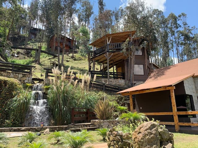 TREE HOUSE IN THE MOUNTAIN, Paute-Azuay-ECU