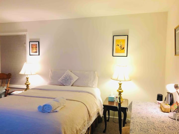 Cozy Bed & Private Bath in Clifton Park