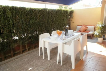 Ideal apartment at 50 m beach + air cond. + wifi..