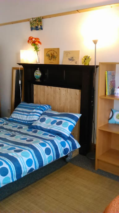 Comfy double bed in large double room (5mx4m)