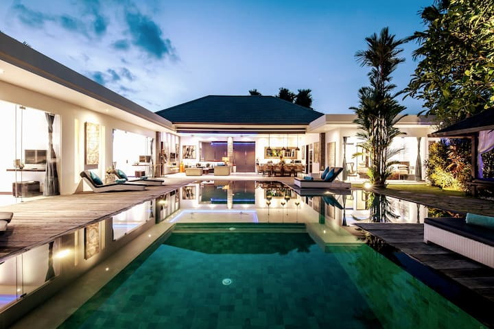 STUNNING 4 BEDROOMS VILLA IN THE HEART OF SEMINYAK