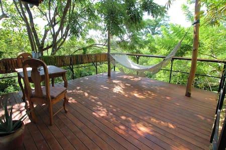 Casa Swell treetop casita w/balcony and ocean view - Tola