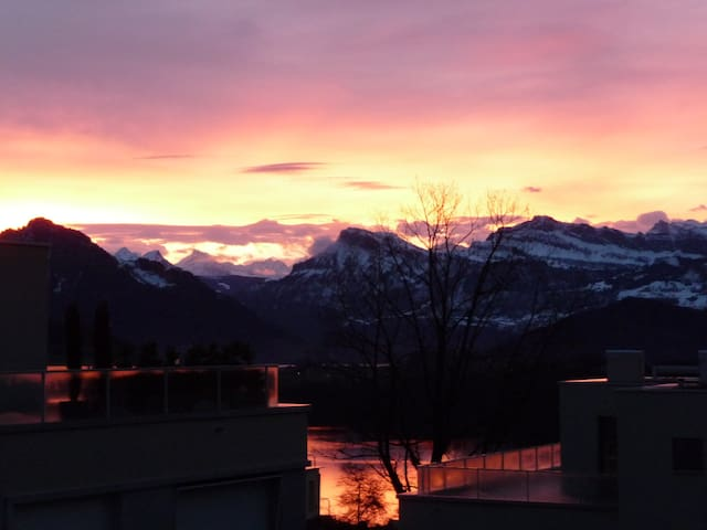 Alpen Blick mit privaten Schlaf- und Badezimmer