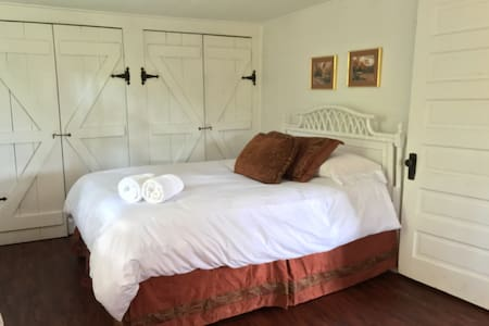The Coosa Room - Helen - Bed & Breakfast