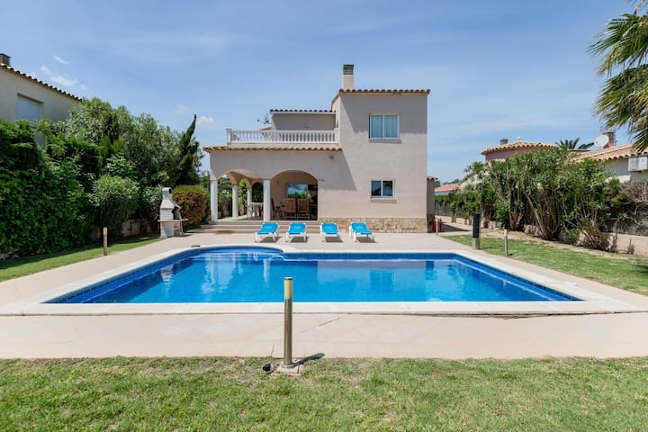 Magnificent Villa in Sant Pere Pescador with Private Pool