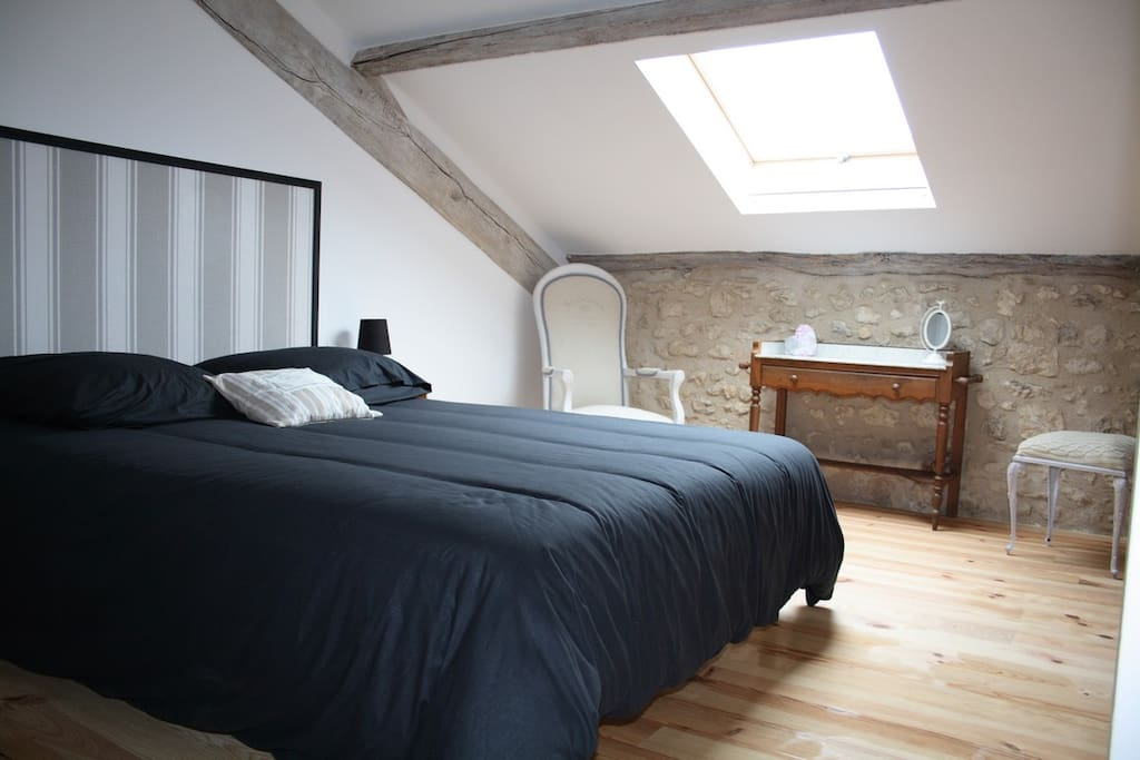 Chambre à l'étage lit 160cm