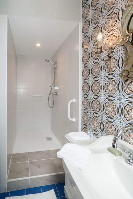 Beautiful and bold wall tile in a classic bathroom in a French apartment. #French #bathroomdecor #tile