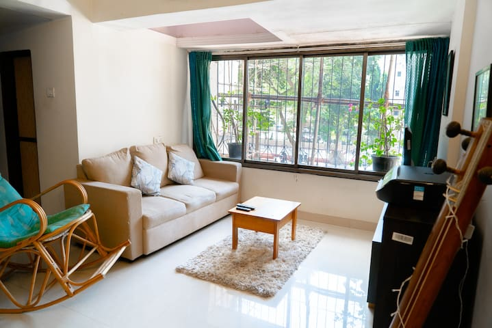 Hip, Modern flat in Versova heartlands!