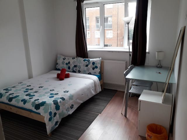 3. Cozy room in central London +Wifi