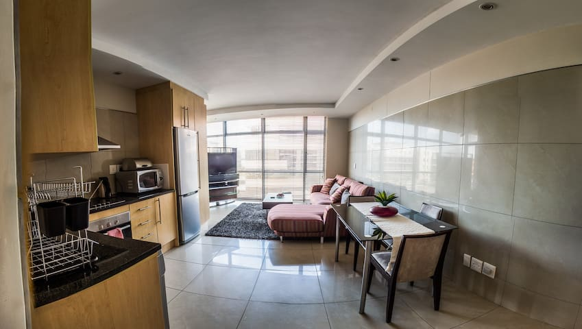 Hotel style living, modern & secure 1 bedroom - Sandton - Appartement