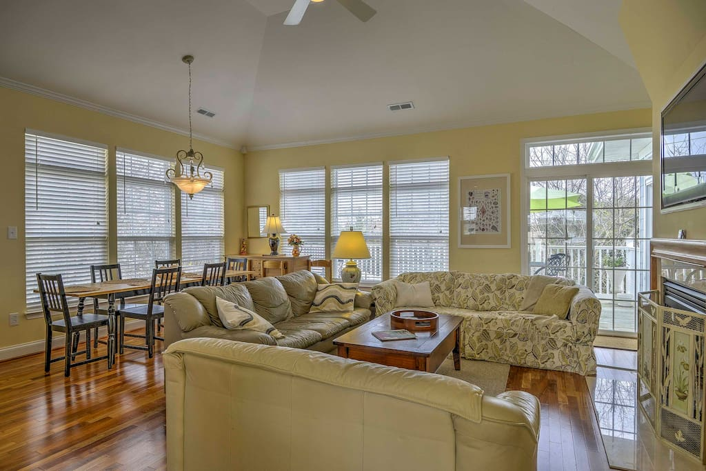 Comfortable furnishings, stylish decor, and top-notch amenities create the ultimate home-away-from-home experience.