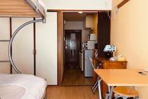 closet(iron, hunger inside)/衣櫥 (內有熨斗衣架)