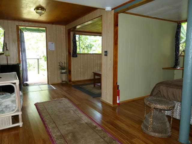 Hale Huna room with garden deck - Kealakekua