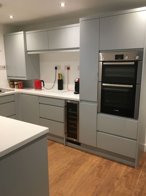 Double oven, five ring gas hob