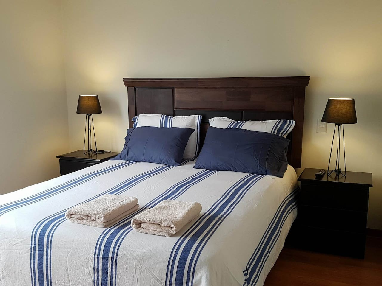 Master Bedroom & Private Bathroom to rest & relax in the heart of Lima, Peru. SMART TV w/ Cable  & Wi-Fi Internet in room. You also have full use of apartment, including kitchen, laundry, living room, and its own Wi-Fi Internet & Smart TV.