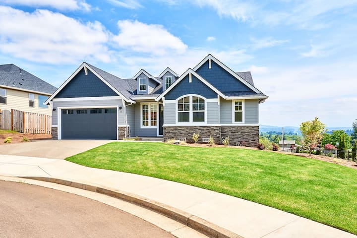 Beautiful New Home With Great Views of Wine Country